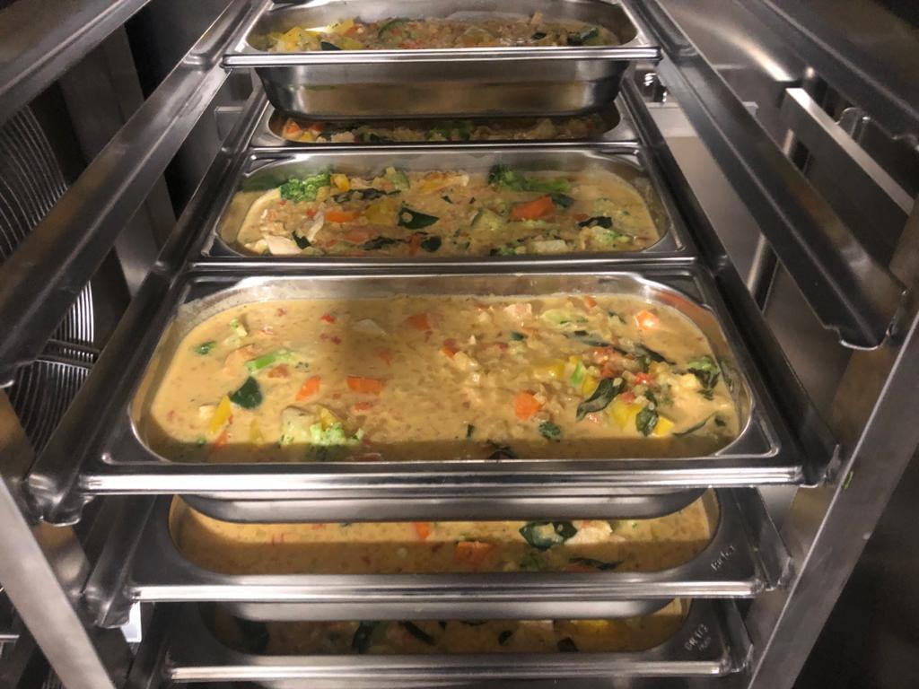 Emincé de blanc de volaille au curry et lait de coco à la Thaï